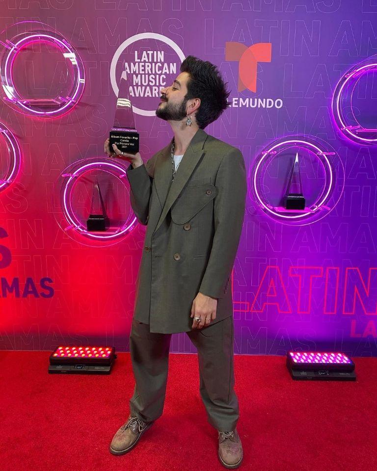 ¿Cuánto mide el cantante Camilo Echeverry? - Altura  F768x111