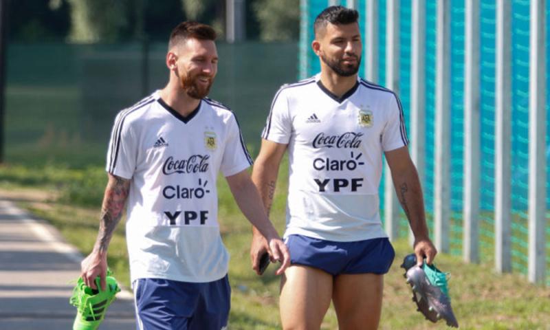 ¿Cuánto mide Sergio Kun Agüero? - Altura - Real height - Página 3 Messi910
