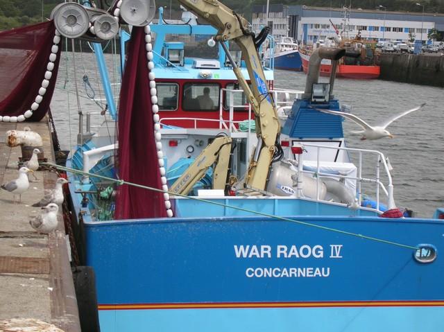 [VIE DES PORTS] Quelques bateaux de pêche (sur nos côtes Françaises) - Page 2 00110