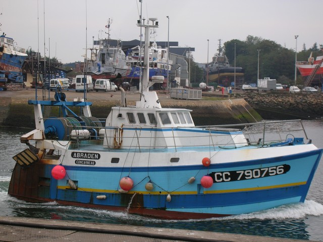 [VIE DES PORTS] Quelques bateaux de pêche (sur nos côtes Françaises) - Page 3 16_10_22