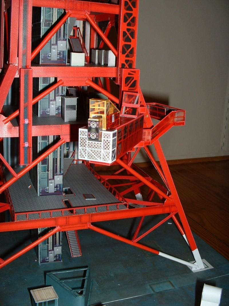 Maquette en papier : LUT & Saturn V Dscf0312