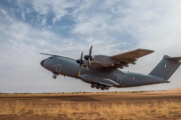 capacités tactiques de l'avion de transport A400M « Atlas » 00a40010