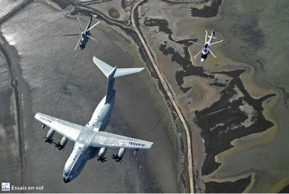 L'A400M peut enfin ravitailler les hélicoptères !  Elle était attendue cette capacité de l'Airbus A400M « Atlas » pour le ravitaillement en vol  A00m_r10