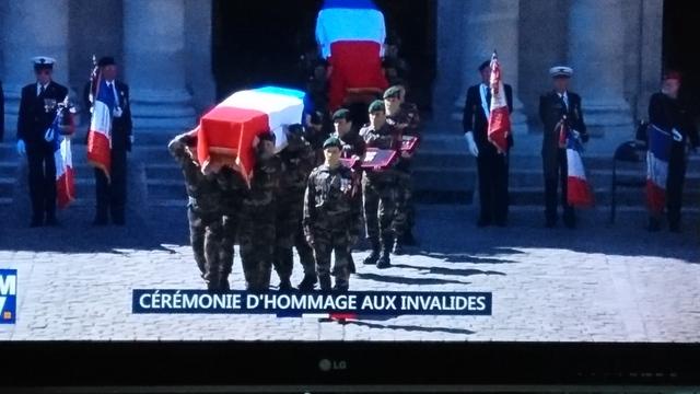Décés de deux commandos Marine. Les MT Cédric de Pierrepont et Alain Bertoncello, du commando Hubert, sont morts cette nuit au combat dans une opération de libération d'otages. J'admire leur courage, je partage la peine de leurs familles et de leurs proch Dsc_0714