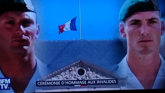 Décés de deux commandos Marine. Les MT Cédric de Pierrepont et Alain Bertoncello, du commando Hubert, sont morts cette nuit au combat dans une opération de libération d'otages. J'admire leur courage, je partage la peine de leurs familles et de leurs proch Dsc_0813