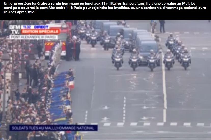 hommage-rendu-aux-13-militaires-francais-tues-au-mali-sur-le-pont-alexandre-iii-a-paris Pont_a11