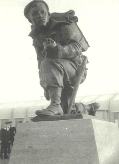 Le monument aux fusiliers & commandos à Lorient... Statue10