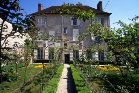 défi image: Maison natale de Jean de la Fontaine (trouvé) - Page 2 Jardin12