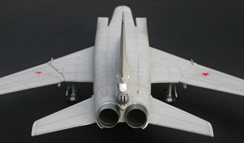 """Tupolev Tu-22M """"BACKFIRE C"""" [1:72 - Italeri] Tu22m_23"""