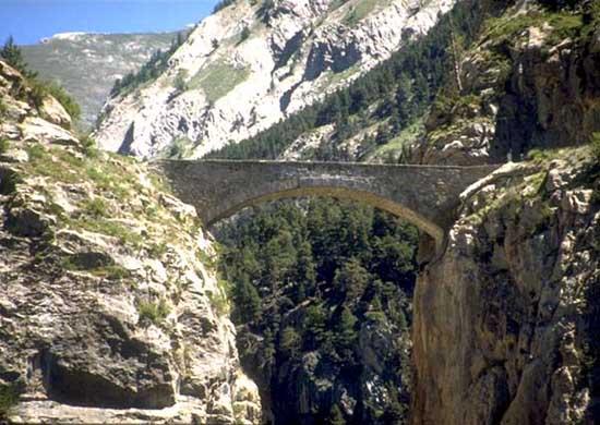 Faut pas ralentir ! (défi trouvé) - Pont du Chatelet - Saint-Paul-s - Page 4 Stpaul10