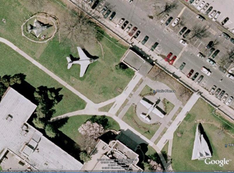 Un avion dans la ville - Page 5 Avions10
