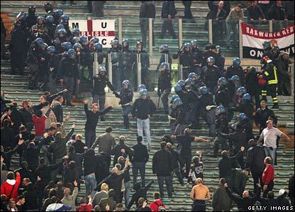 Les ultras et la police - Page 2 Ennnnv10