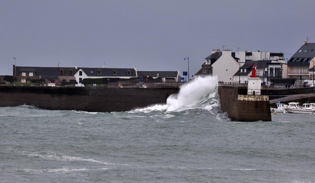 Nouveau coup de vent sur la digue de Port Maria Quiberon ! Dsc_0073