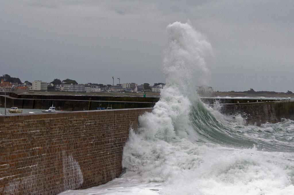Nouveau coup de vent sur la digue de Port Maria Quiberon ! Dsc_0074