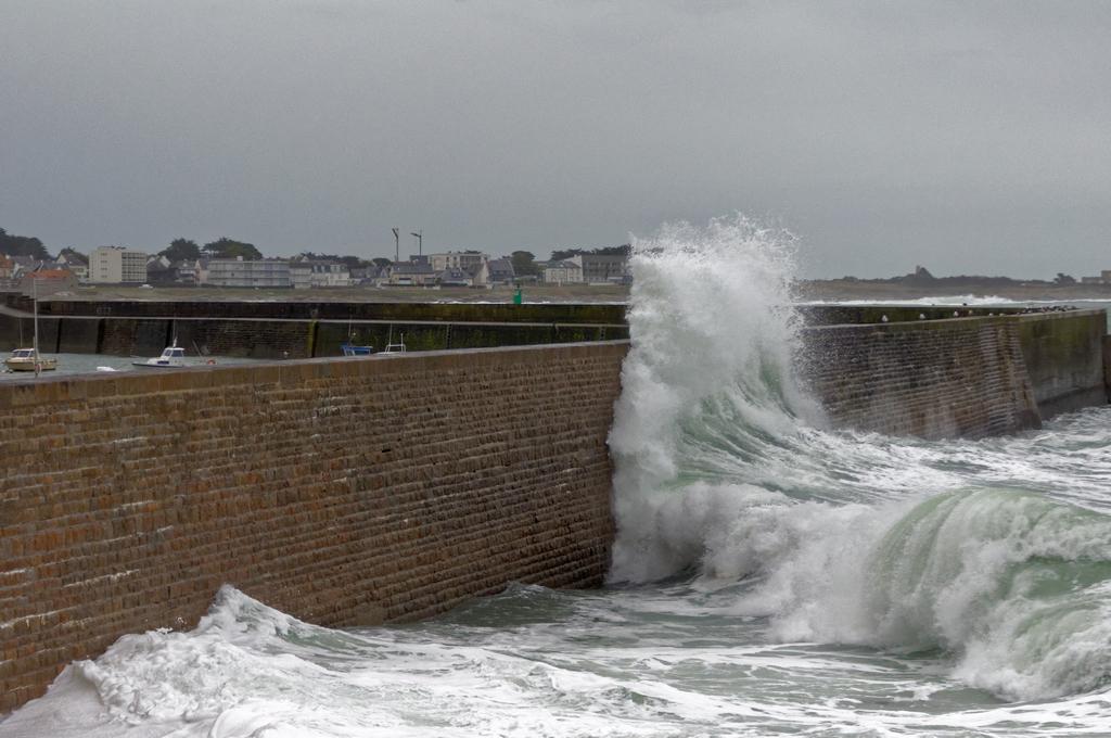 Nouveau coup de vent sur la digue de Port Maria Quiberon ! Dsc_0075