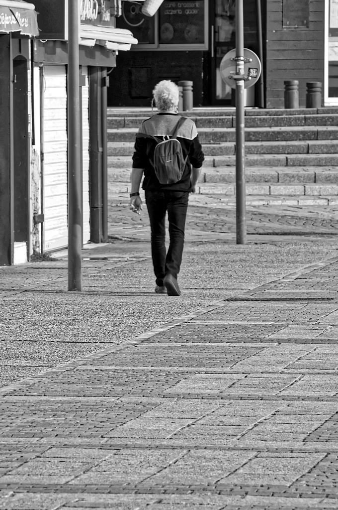 Je marche seul, tout seul et anonyme ! Dsc_0407