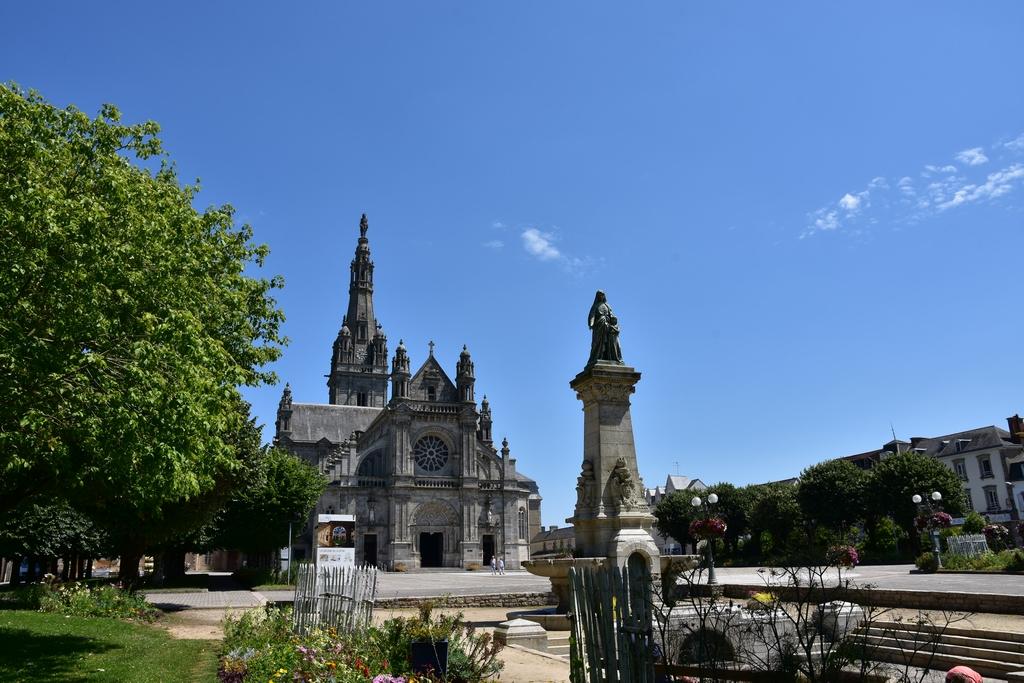 Basilique Saint Anne d'Auray +statues Dsc_6519