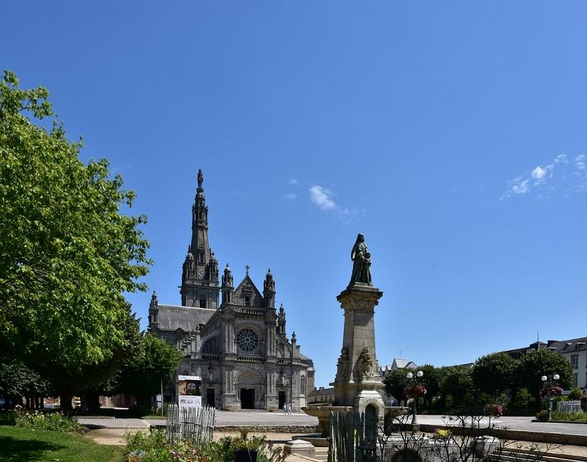 Basilique Saint Anne d'Auray +statues Dsc_6526