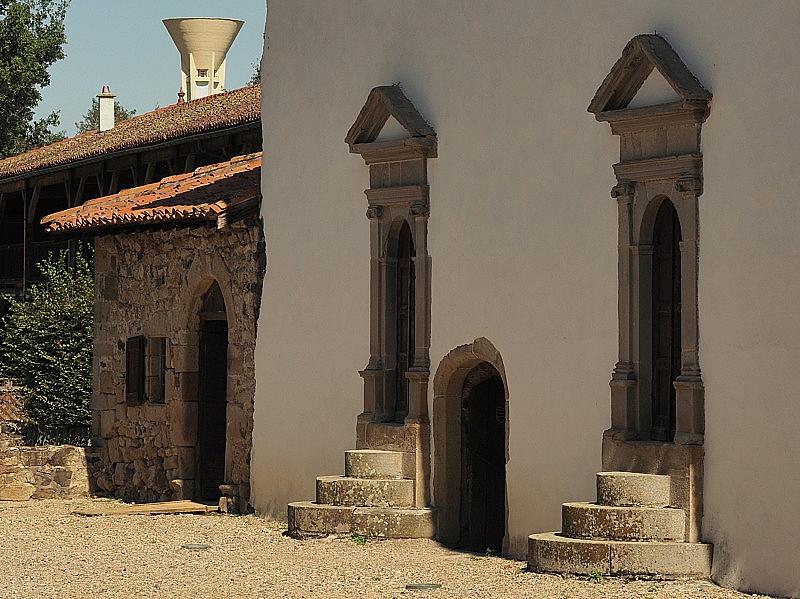 des portes et un chateau P9150010