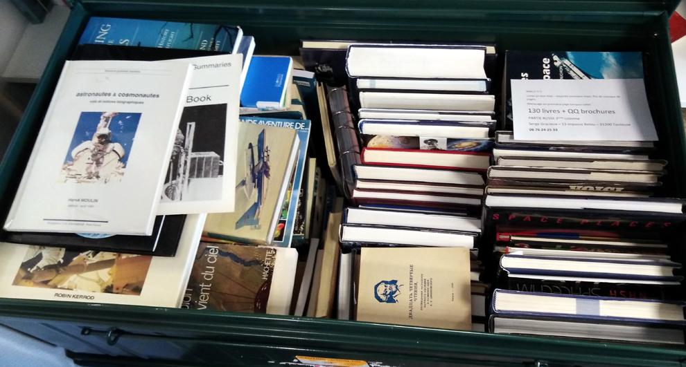 Opportunité de livres pour un passionné d'espace. Malle210