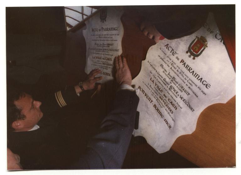 [Les traditions dans la Marine] Les Villes Marraines - Page 3 Bev_0011