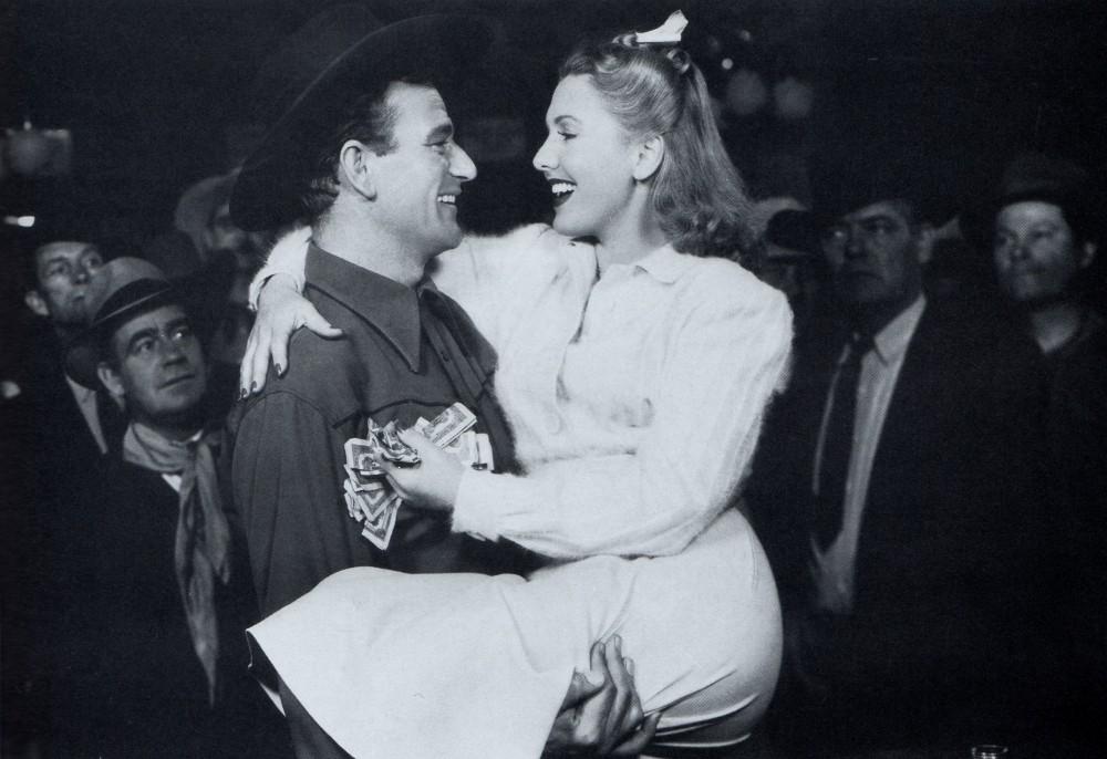 La Fille et son Cowboy - A Lady Takes A Chance - 1943 Wayne_66
