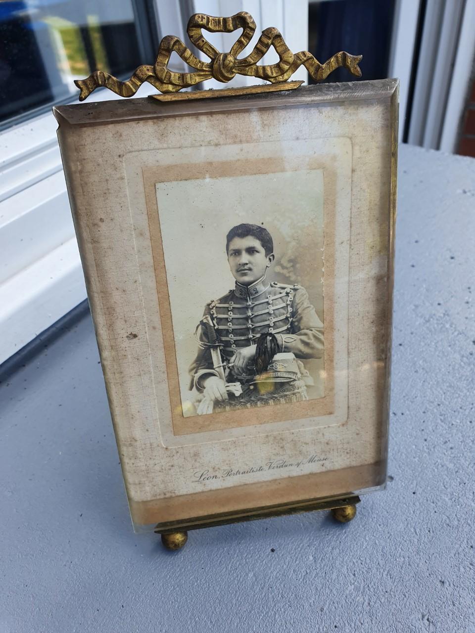 Portrait Leon portraitiste Verdun sur meuse Thumb116