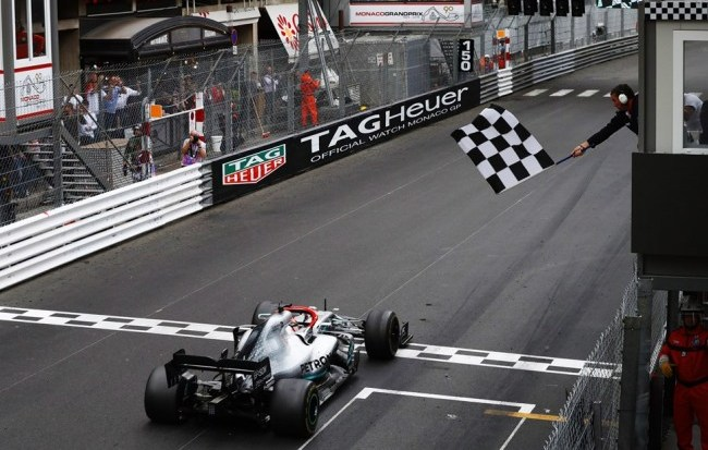 Lewis Hamilton salva Mercedes e compensa estratégia errada com vitória no GP de Mônaco 20195210