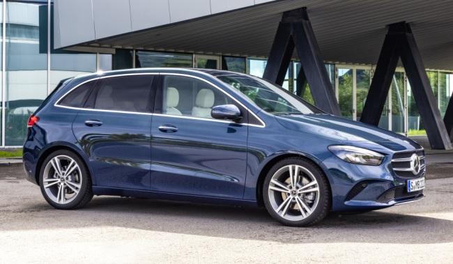 Mercedes faz pré-venda de versões híbridas plug-in de Classe A e Classe B Merced21