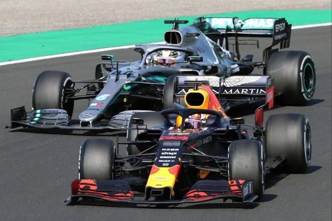 Com xeque-mate estratégico, Hamilton passa Verstappen e vence na Hungria Tela16