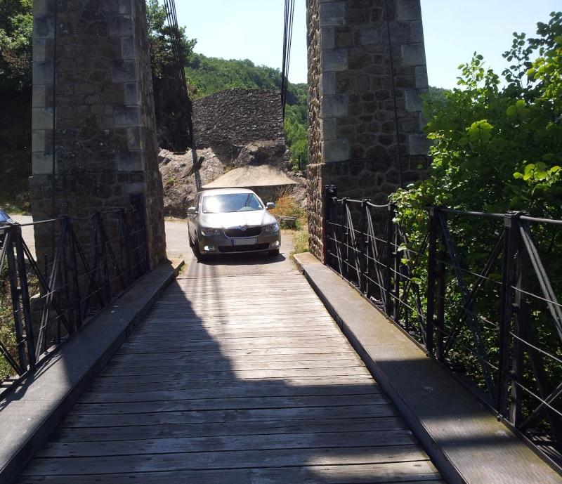 Concours Février 2013 = Votre Skoda et nos monuments Pont111