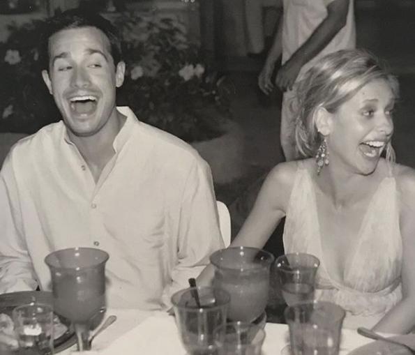Sarah & Freddie : anniversaire de mariage Captu196