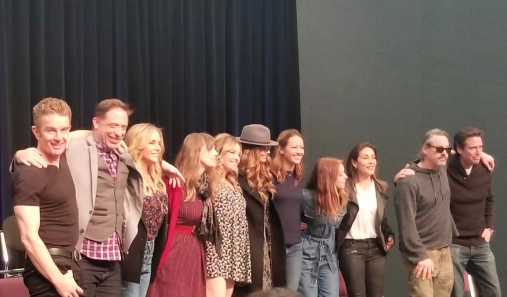 Membres du cast réunis - Page 19 Captu555