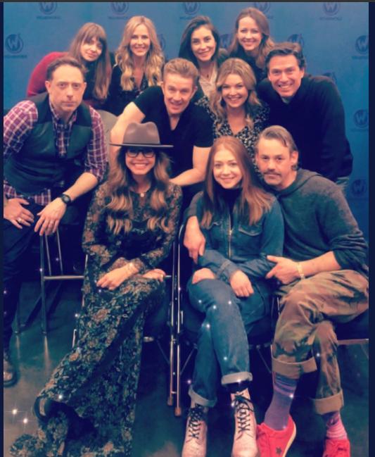 Membres du cast réunis - Page 19 Captu558