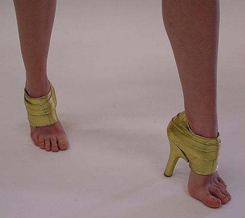 Frauen und Schuhe - in Bildern - Seite 2 Funny-10
