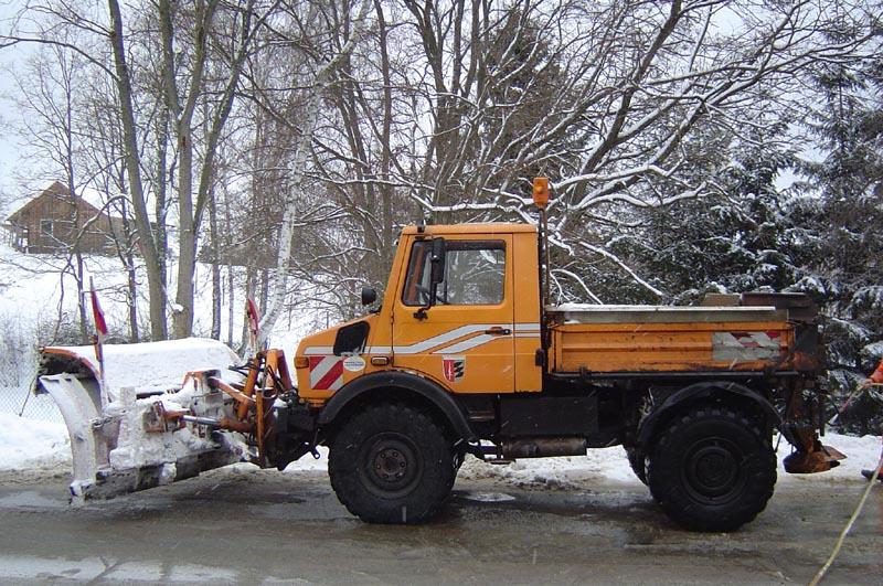 photos unimog chasse neige - Page 2 Komuna11