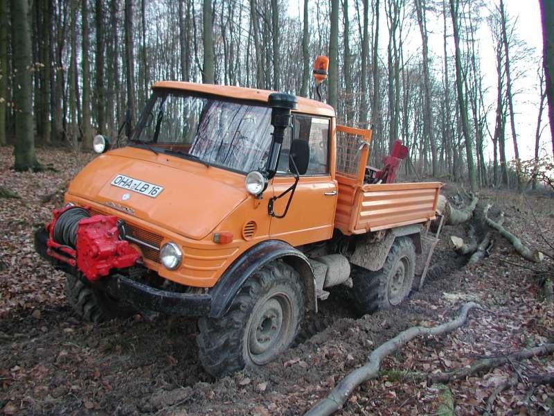 unimog mb-trac wf-trac pour utilisation forestière dans le monde P1010011