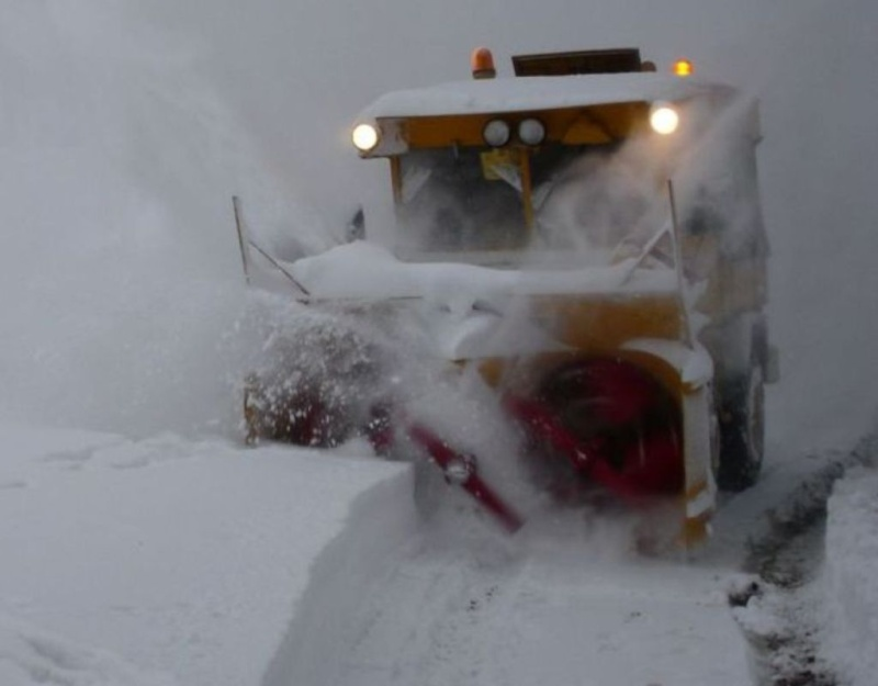 photos unimog chasse neige - Page 2 Schnee11
