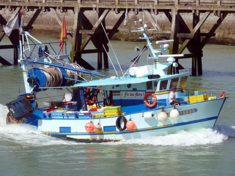[VIE DES PORTS] Quelques bateaux de pêche (sur nos côtes Françaises) - Page 5 11207_10