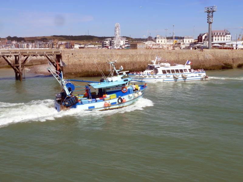 [VIE DES PORTS] Quelques bateaux de pêche (sur nos côtes Françaises) - Page 5 11208_10