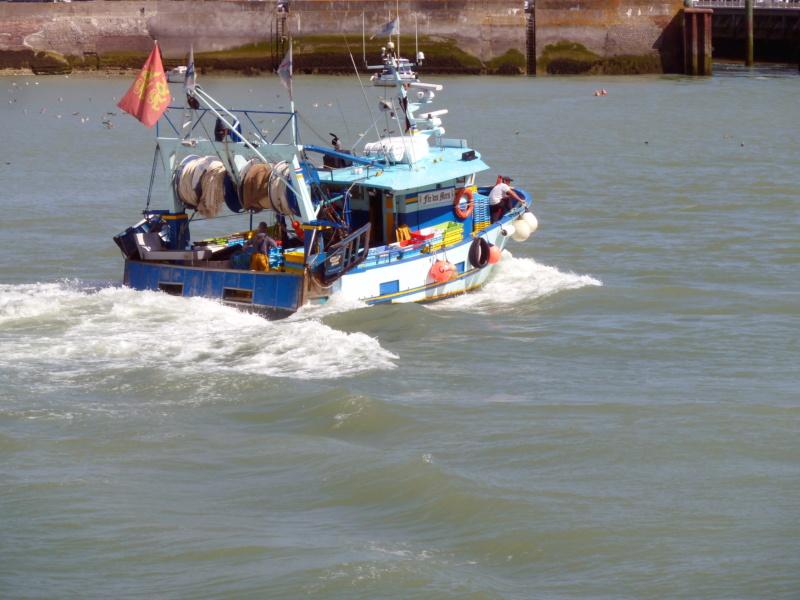 [VIE DES PORTS] Quelques bateaux de pêche (sur nos côtes Françaises) - Page 5 11209_10