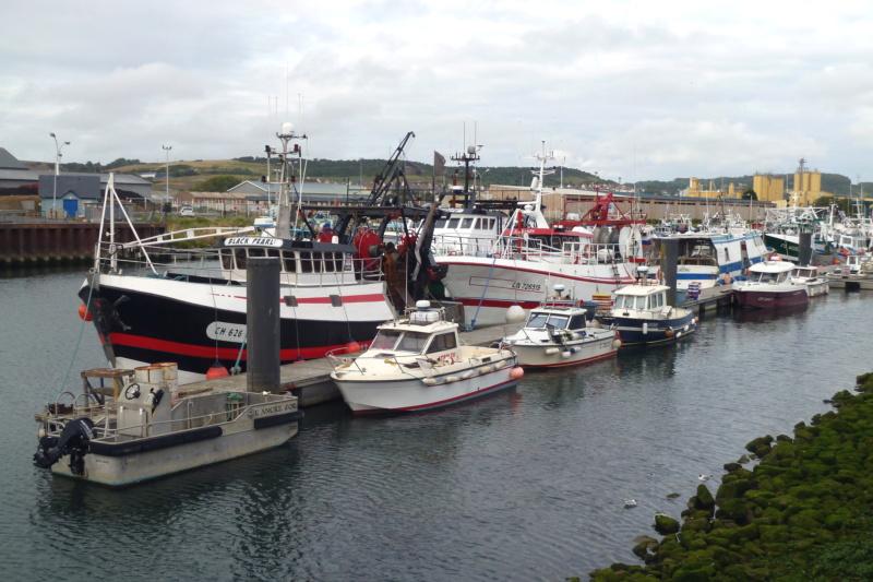 [VIE DES PORTS] Quelques bateaux de pêche (sur nos côtes Françaises) - Page 5 11474_10