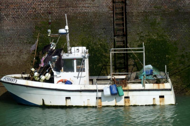 [VIE DES PORTS] Quelques bateaux de pêche (sur nos côtes Françaises) - Page 10 12015_10