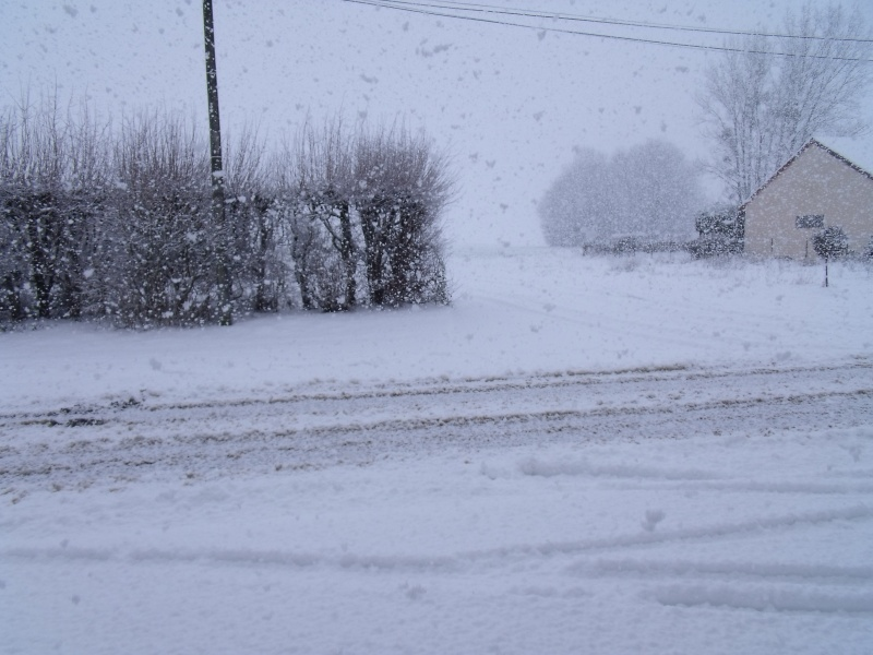 la neige est-elle arrivée chez vous ?  - Page 4 Neige211