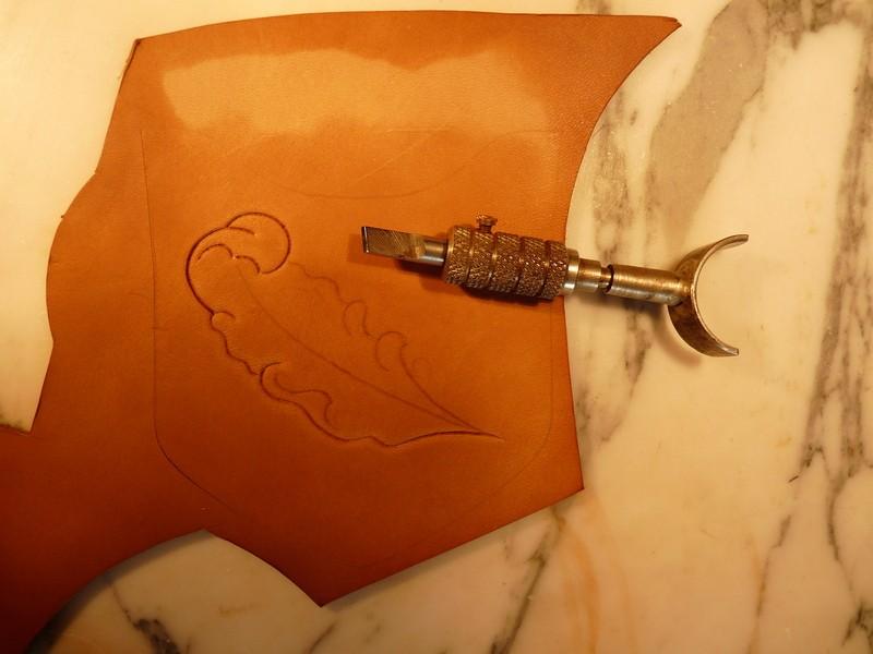 Le repoussage du cuir. P1010313