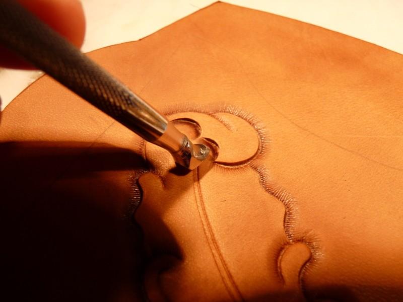Le repoussage du cuir. P1010317