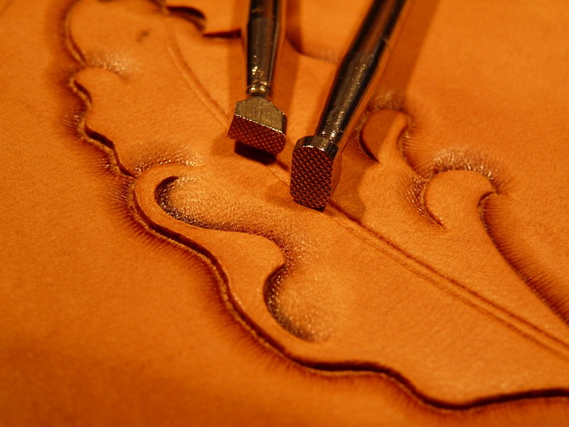Le repoussage du cuir. P1010319