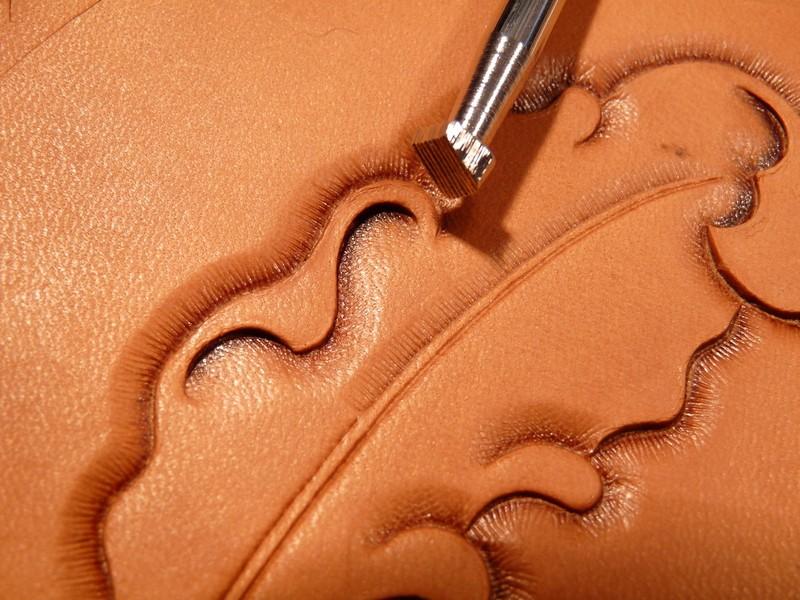 Le repoussage du cuir. P1010320
