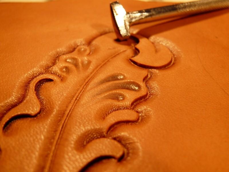 Le repoussage du cuir. P1010411