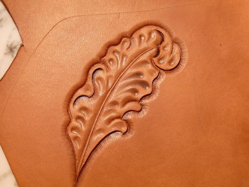Le repoussage du cuir. P1010412